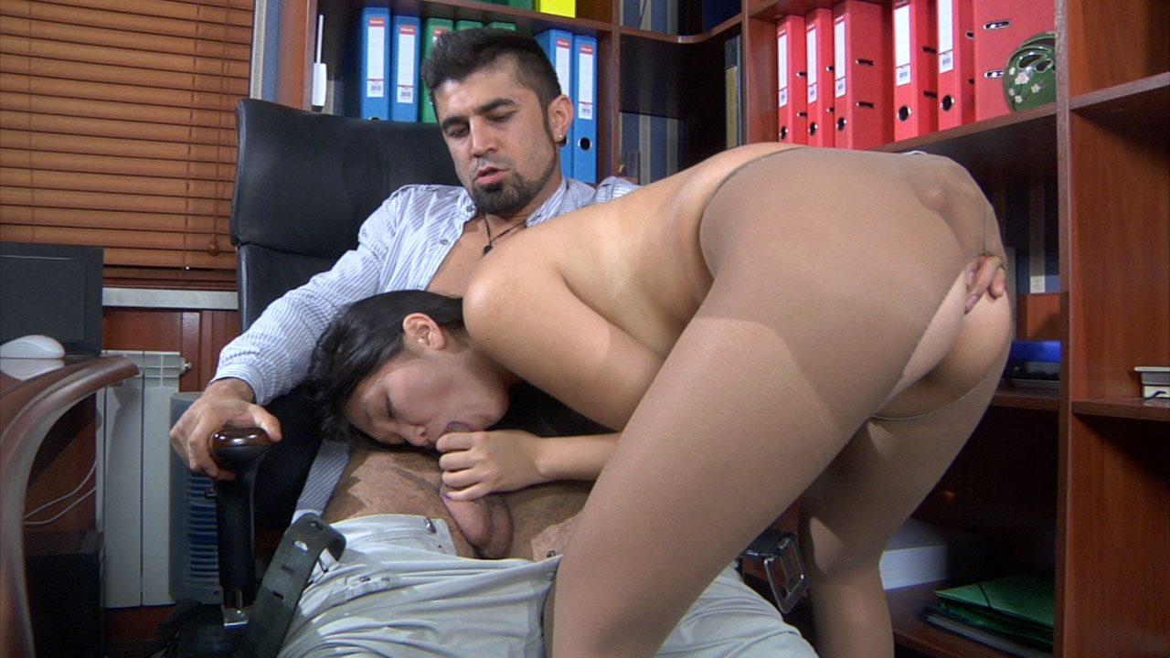 MimaA and Frederic cool anal pantyhose video