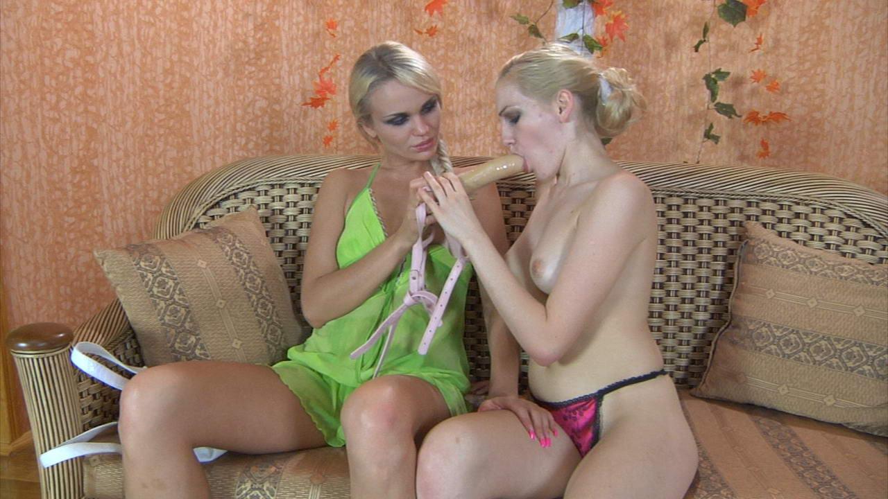 Lesbické milování blondýnek soukromé erotické video