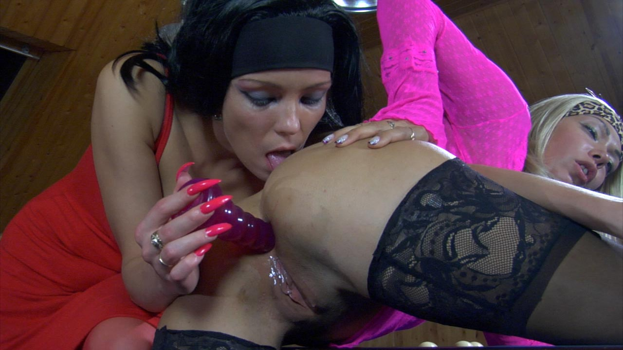 Margo and Leila crazy anal lesbian action
