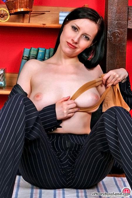 Lovely Pantyhose Pussy 85