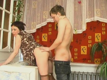 русское порно тетя оля соблазняет костю партнерша