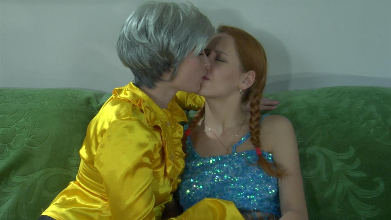 Rita and Salome mom in lesbian action