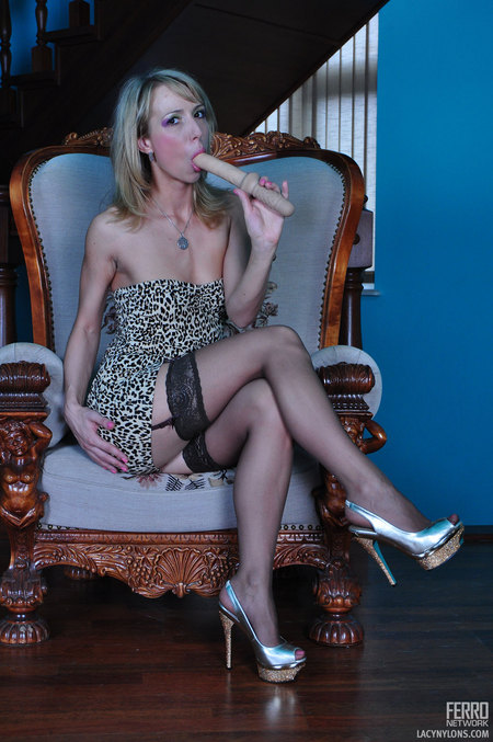 Felicia C wearing beautiful nylons : Felicia C wearing astonishing nylons