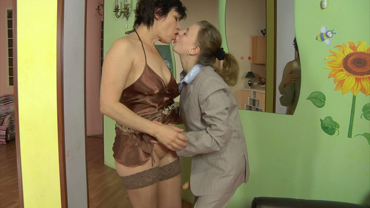 Elsa and Dorothy pussyloving mature on video