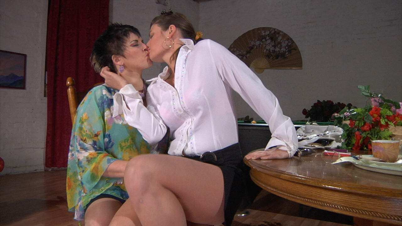 Stephanie and Gloria pussyloving mom in