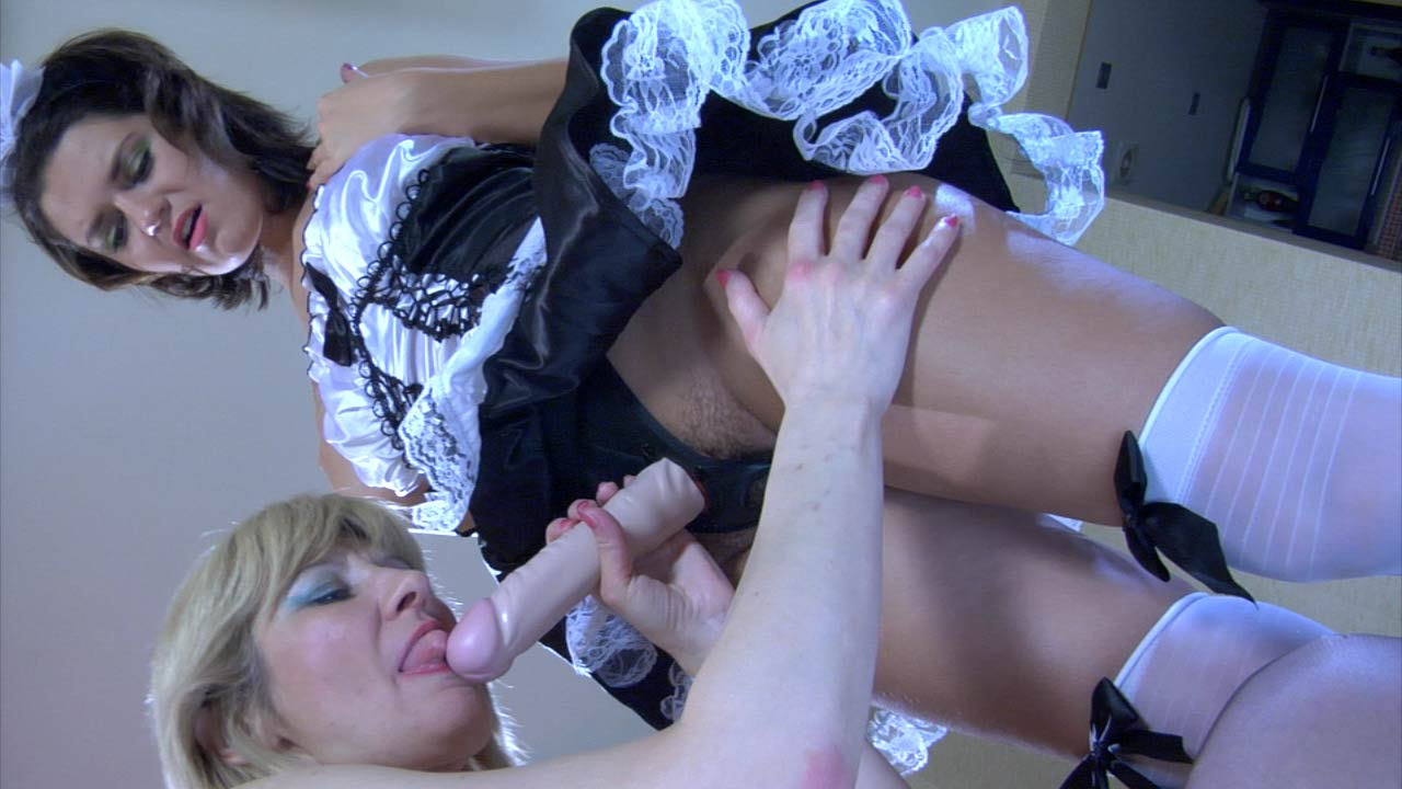 Amelia B and Charlotte pussylicking mature