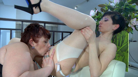 Caroline M&Mireille pussyloving mature on video