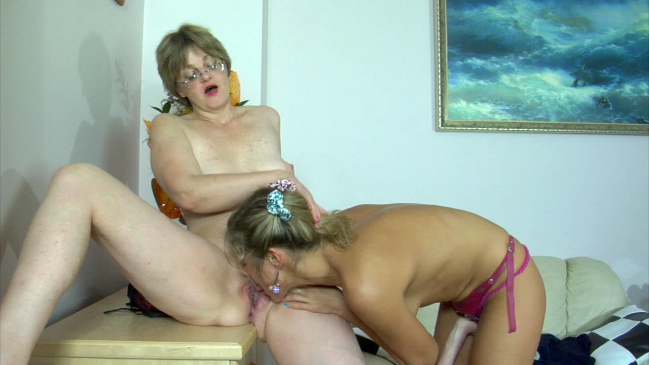 Leonora and Nora lesbian mom on video