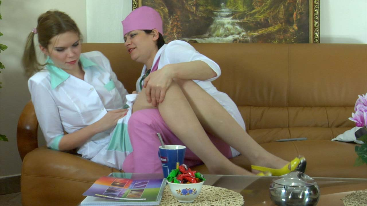 Elsa and Cecilia pussylicking mature in 