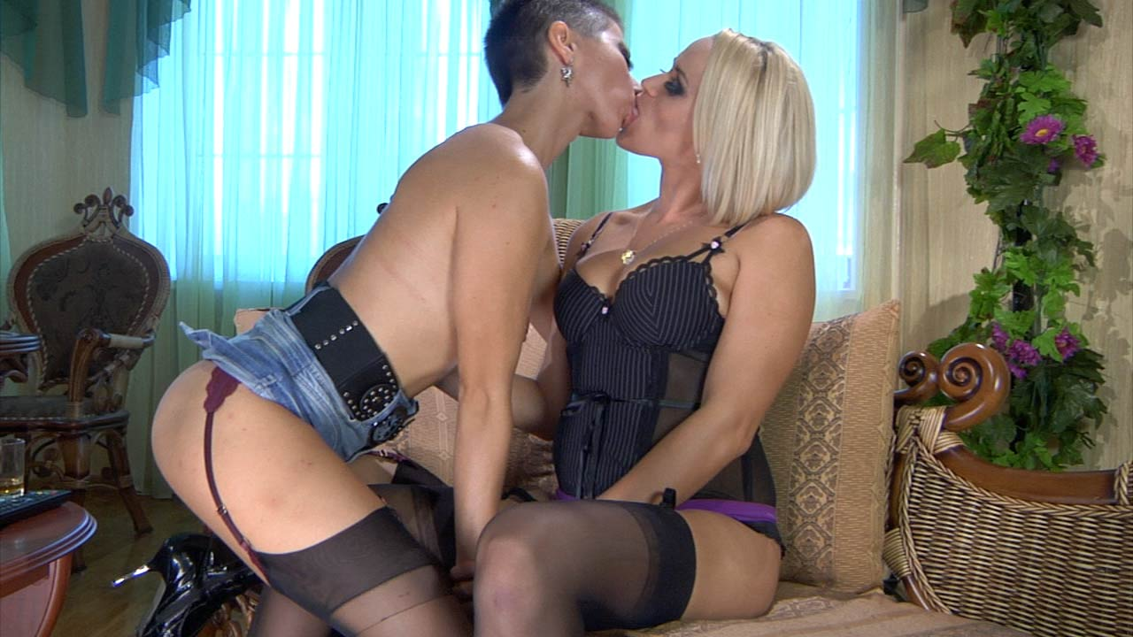 Susanna and Mireille stockings lesbians in action