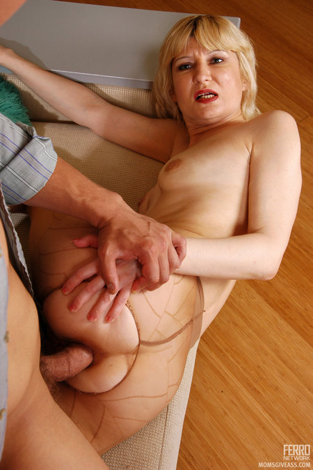 Anal mum having