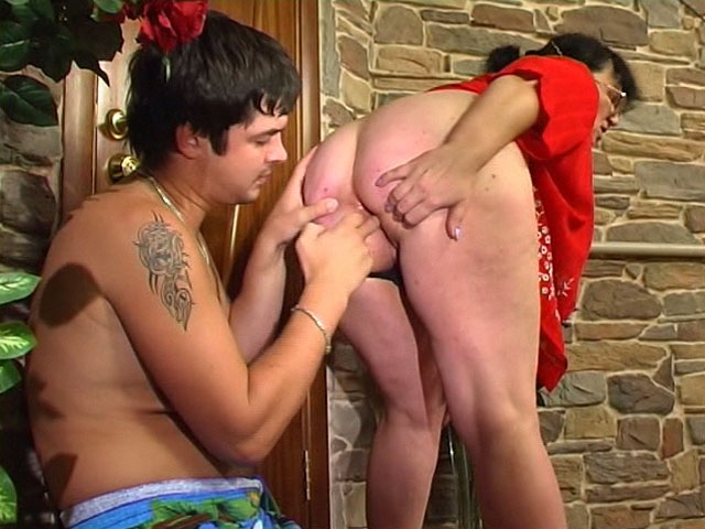 Victoria and Adam anal mom in action