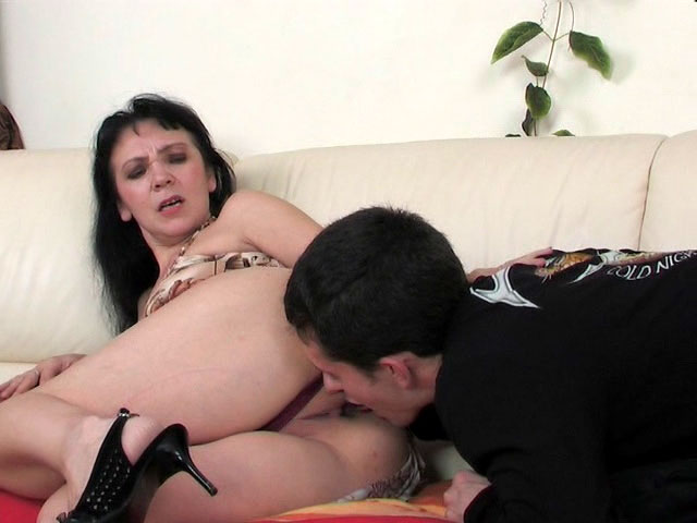 Lillian and Lewis mom gives ass video