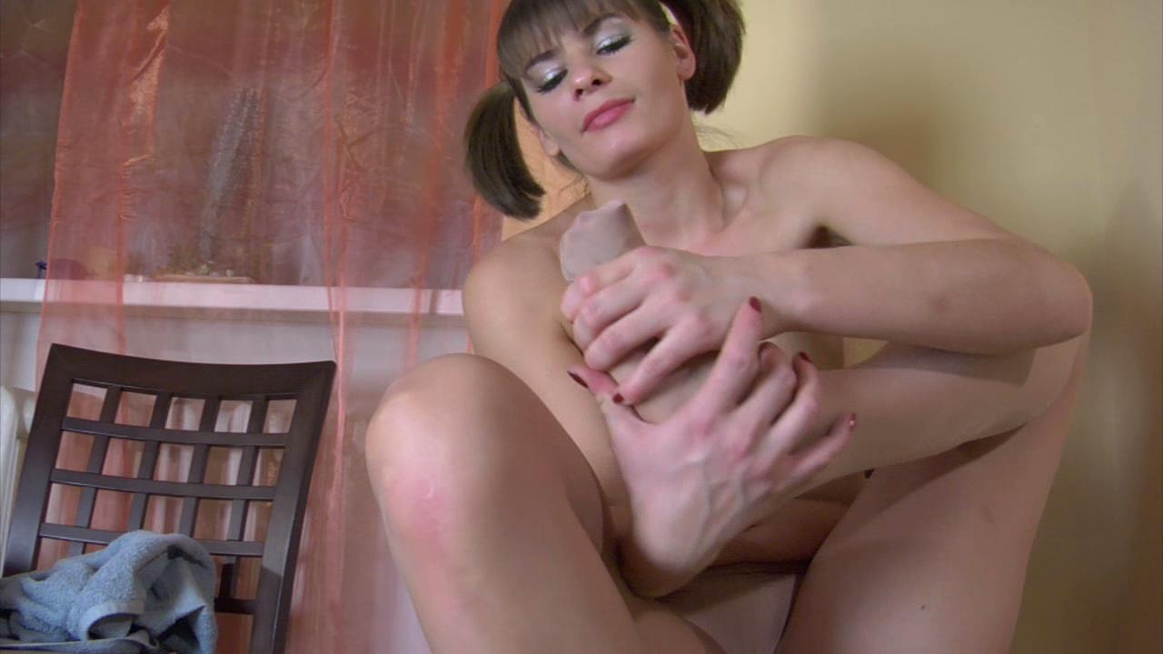 Gloria nylon feet teaser