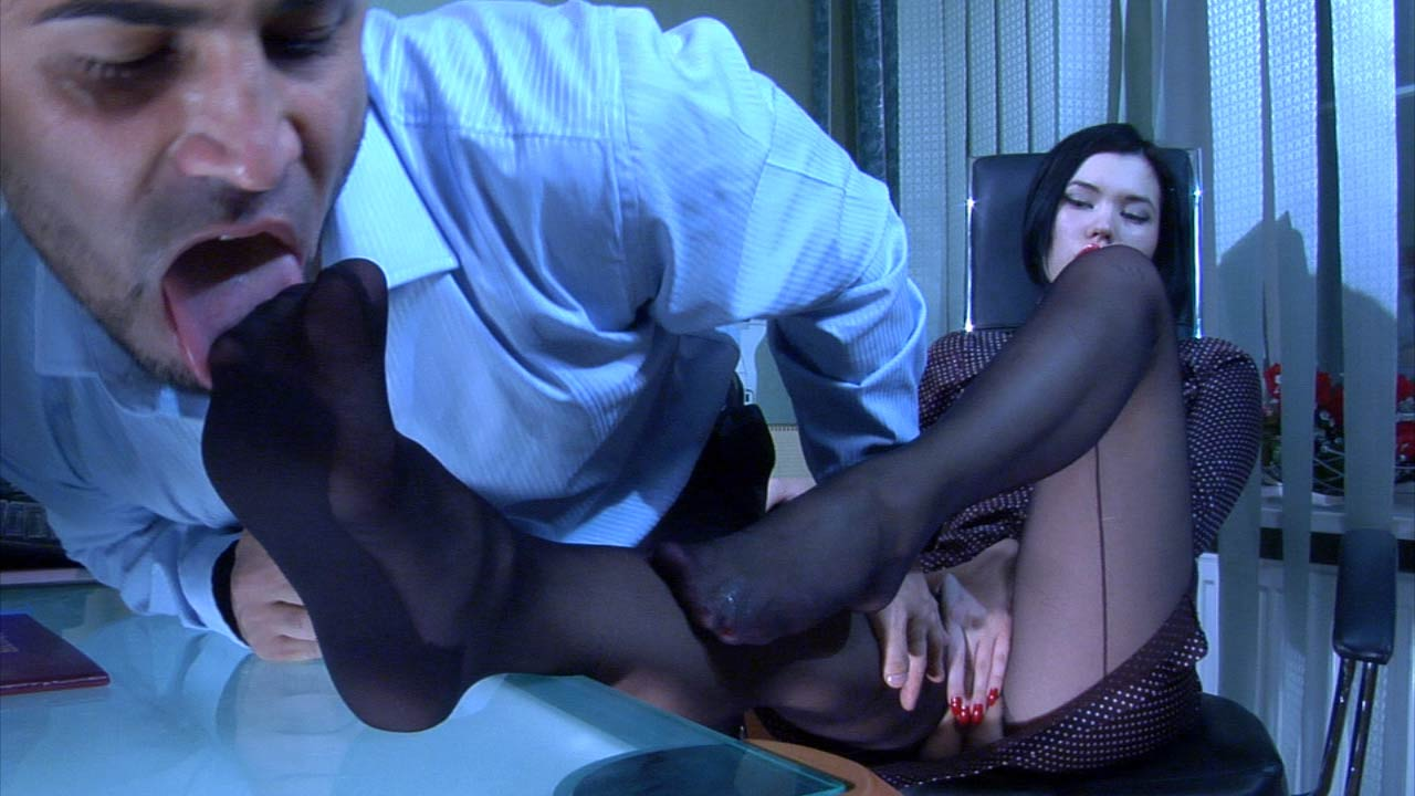 Griffith and Frederic kinky nylon feet video