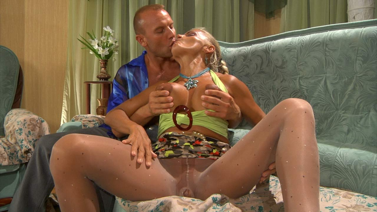 Hannah and Benjamin raunchy pantyhose action