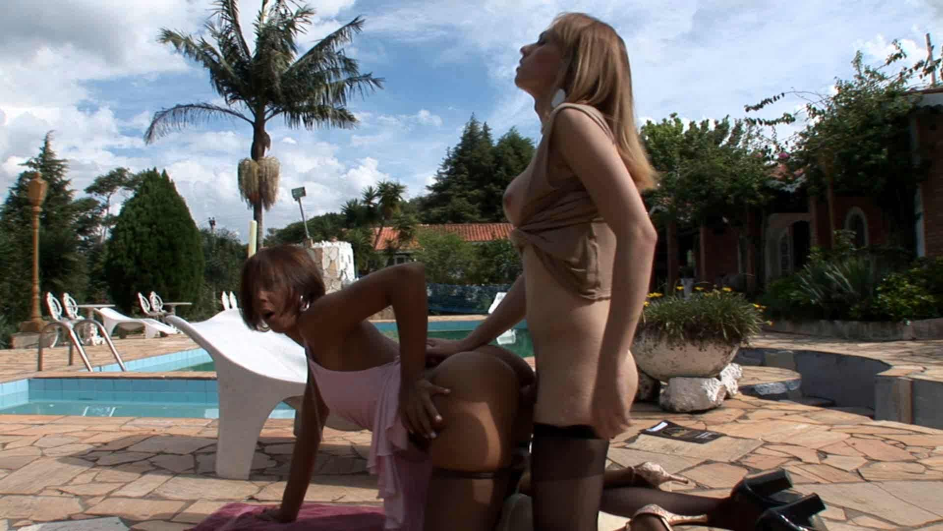Alessandra and Suzy shemale fucking gal on