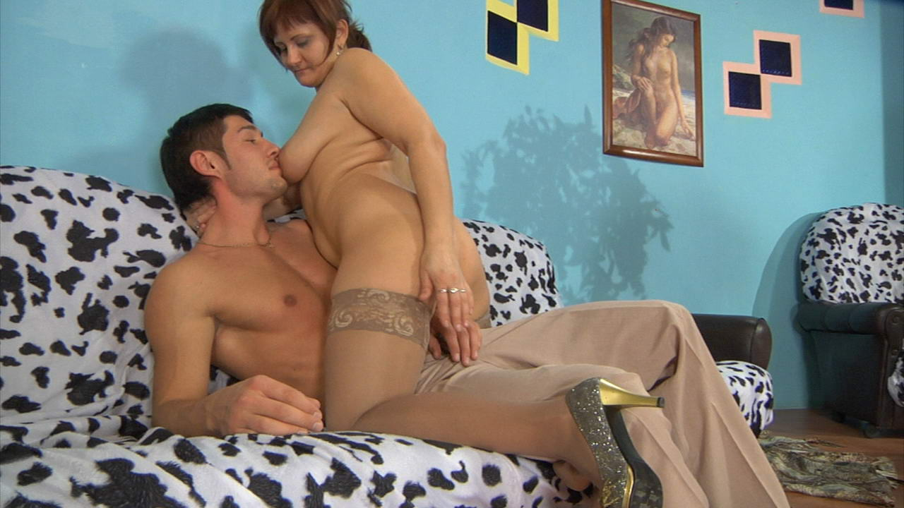 Viola and David attractive mom on video