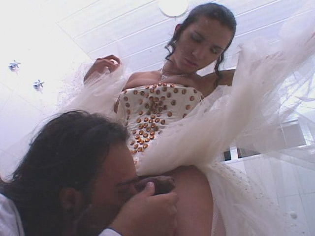Bruna kinky shemale bride